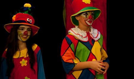 Verhexte Welt im Zirkuszelt